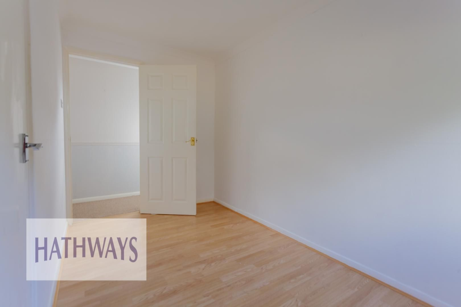 3 bed house for sale in Oaksford 29