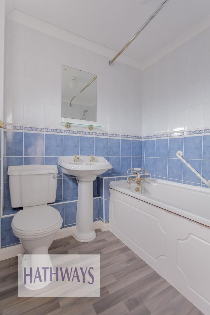 3 bed house for sale in Oaksford 32