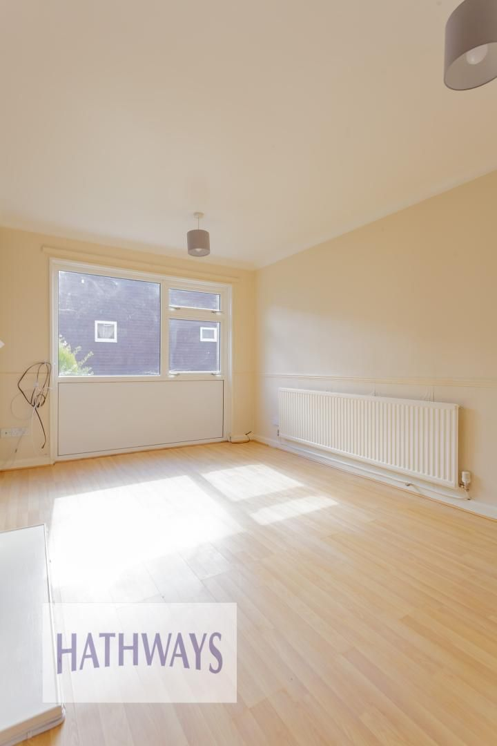 3 bed house for sale in Oaksford 7