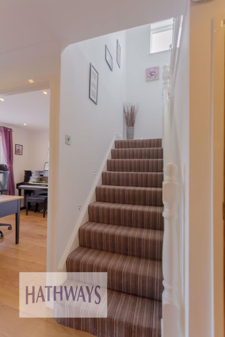 4 bed house for sale in Ashleigh Court 6