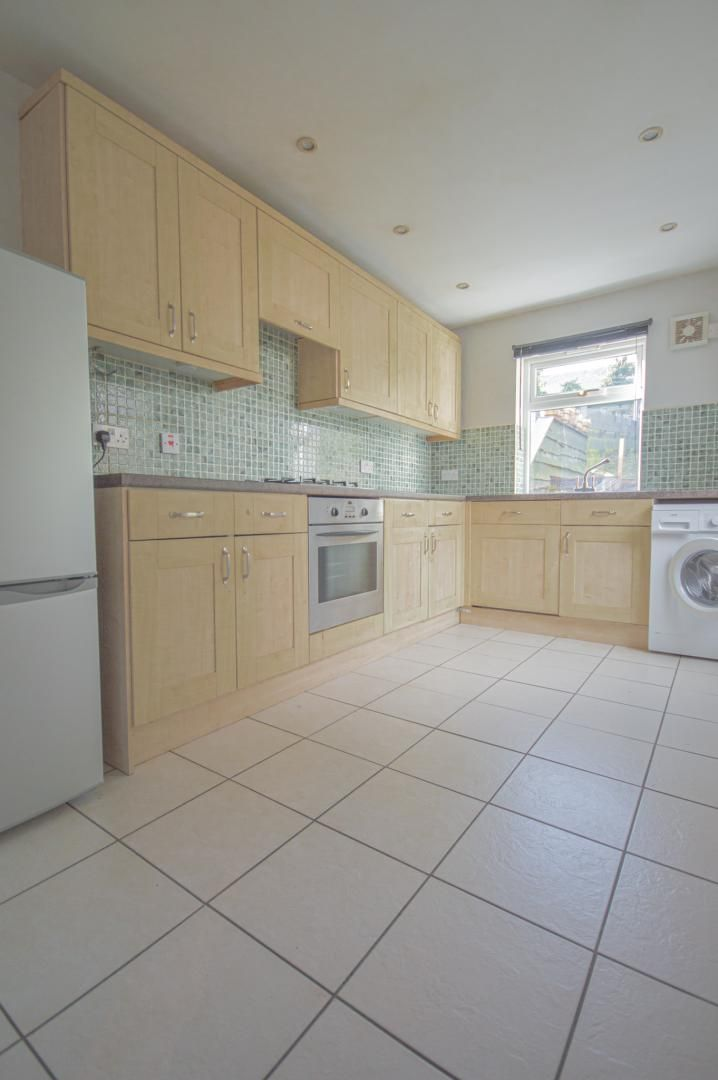 2 bed house to rent in Broad Street 9