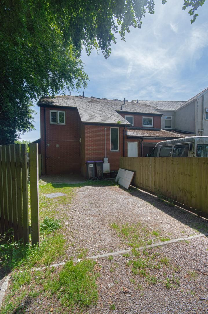 1 bed flat to rent in Afon Terrace 16