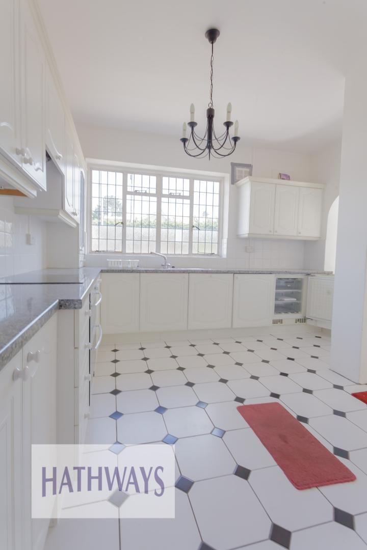 3 bed bungalow for sale in Christchurch Road 8
