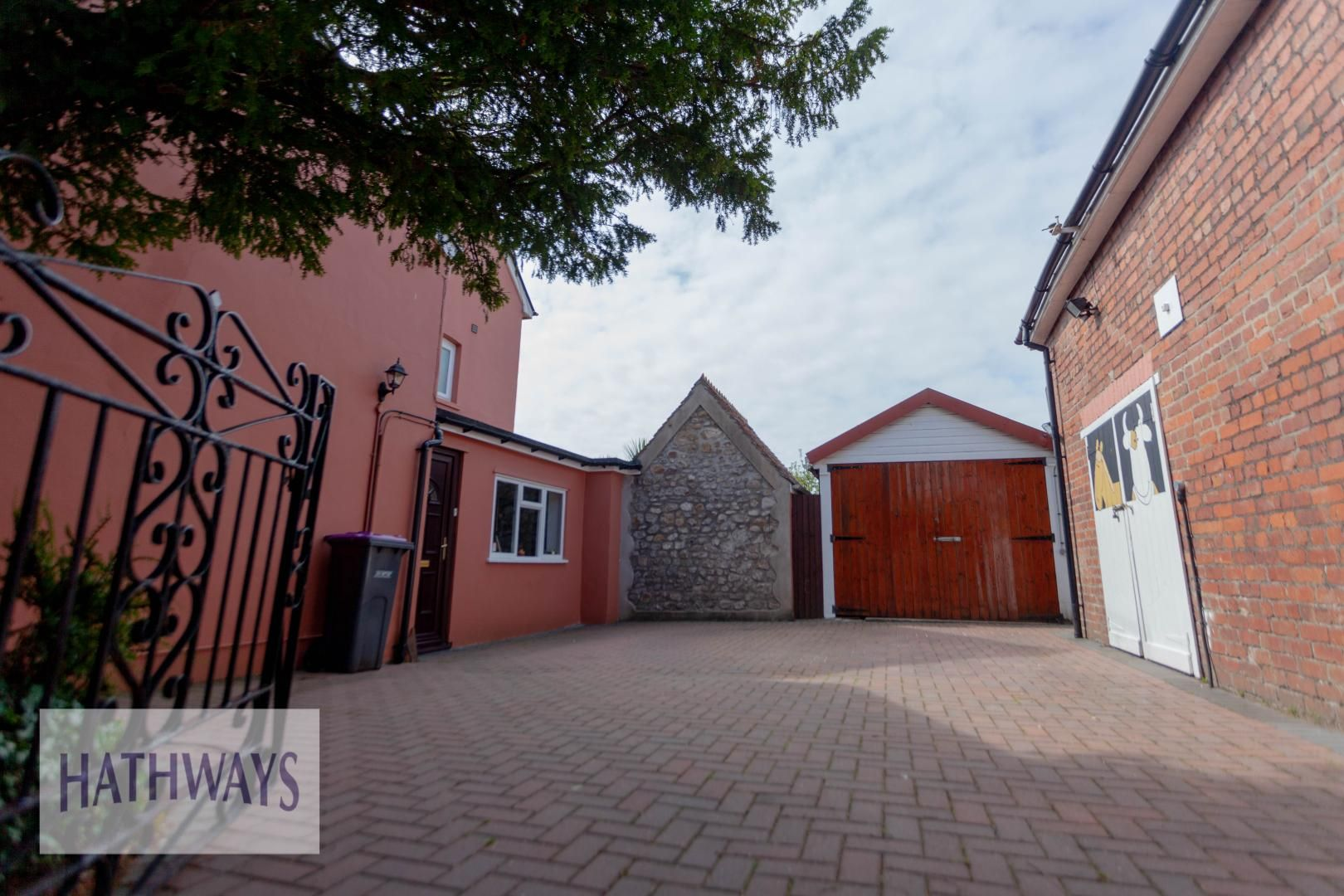 4 bed house for sale in Caerleon Road 6