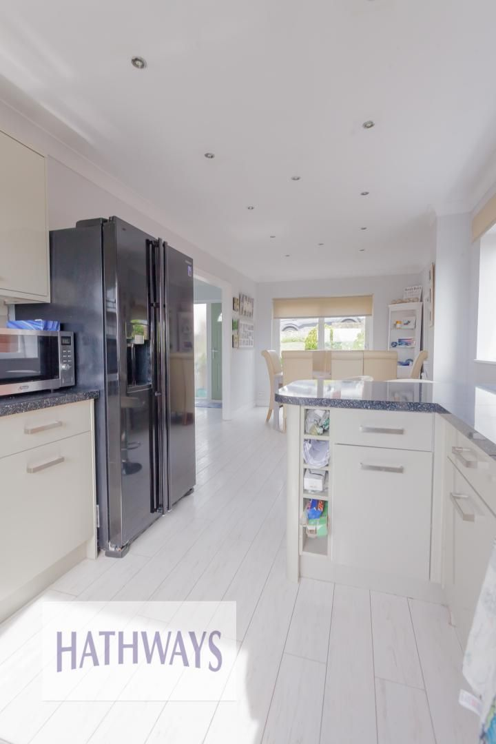 4 bed house for sale in Trinity View 8