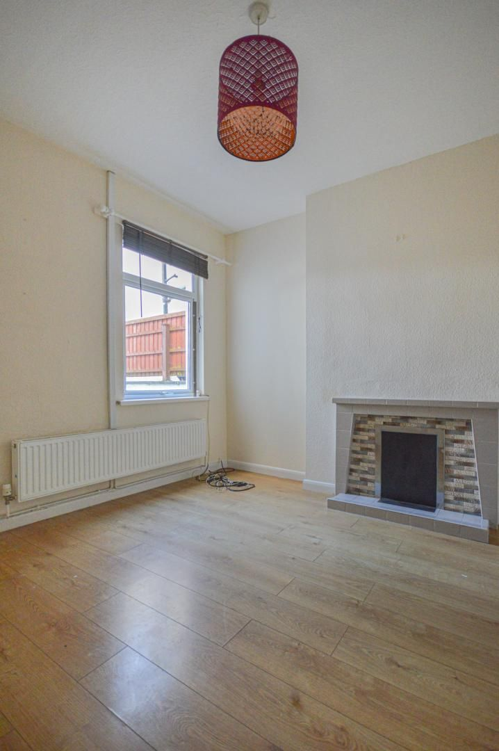 2 bed house to rent in Arthur Street 8