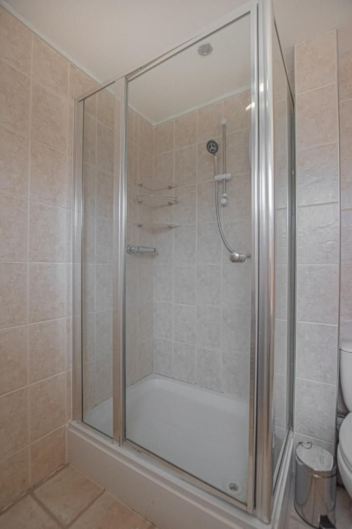 1 bed flat to rent in Drayton Court 16