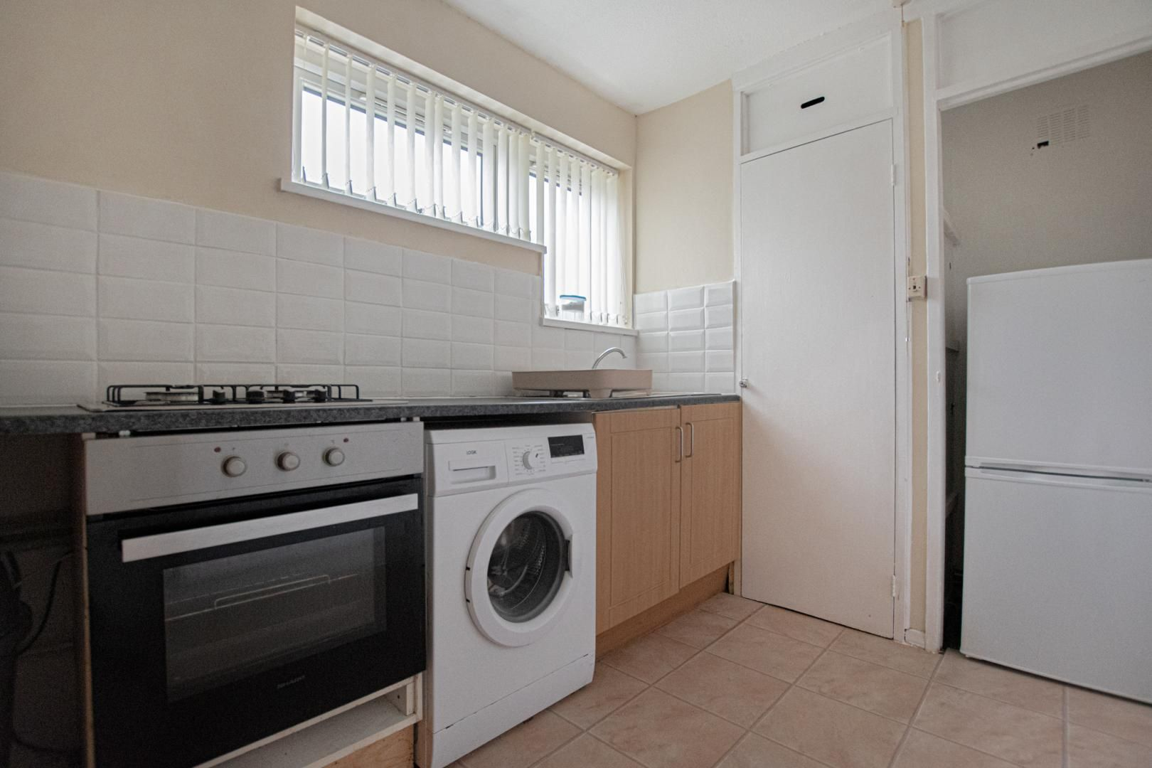 1 bed flat to rent in Drayton Court 3