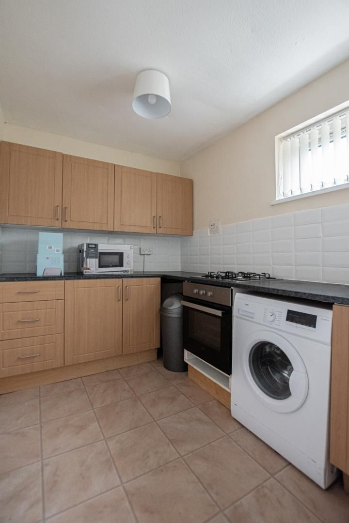1 bed flat to rent in Drayton Court 4