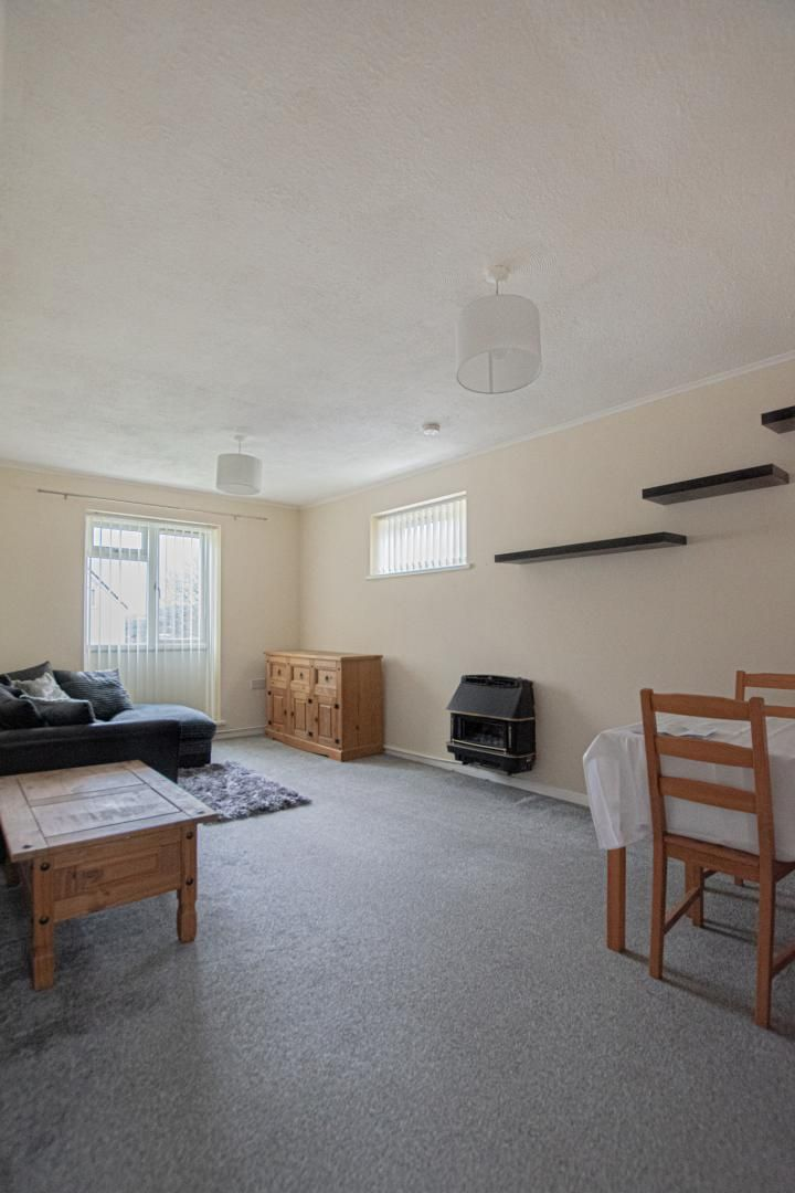 1 bed flat to rent in Drayton Court 5