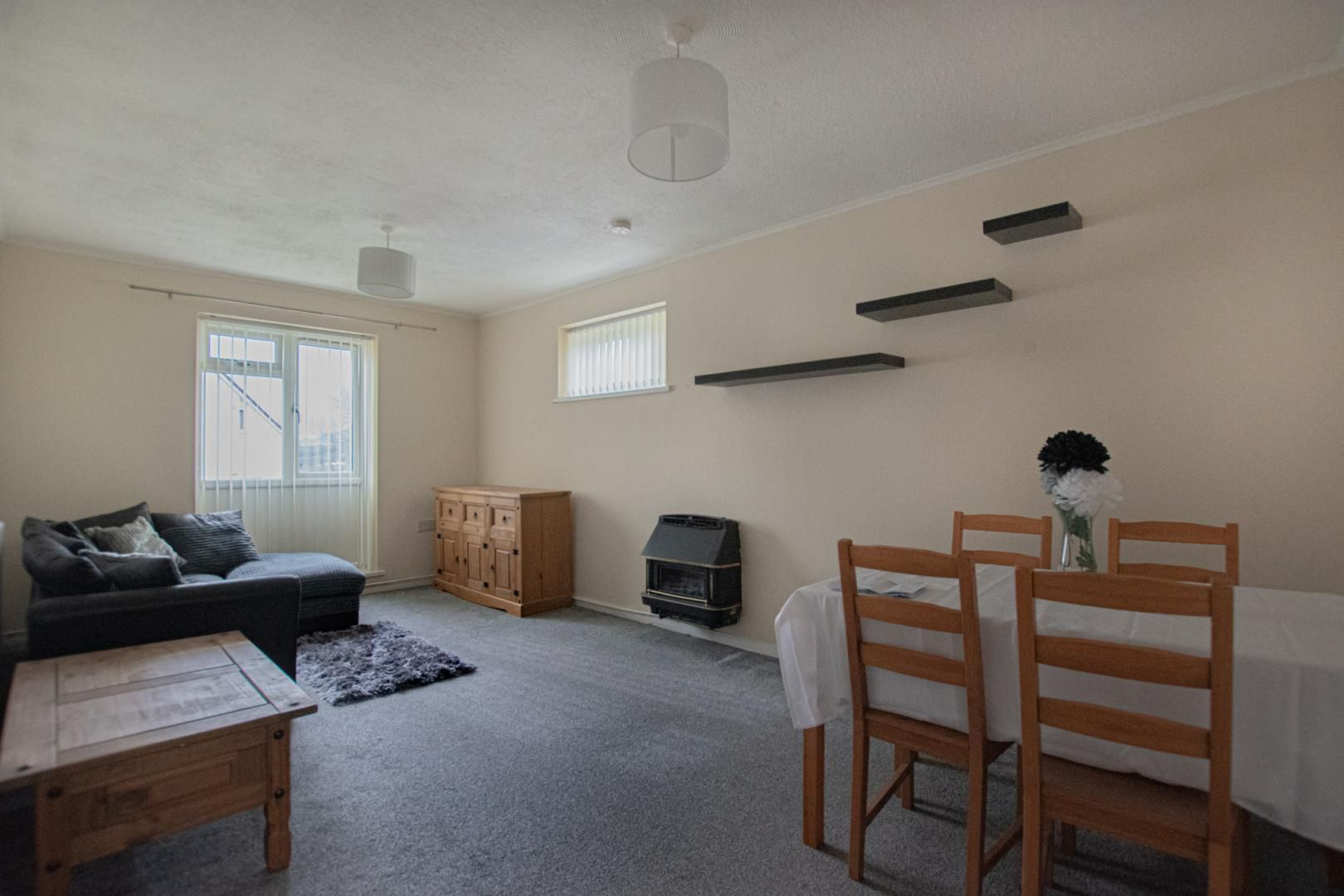 1 bed flat to rent in Drayton Court 6