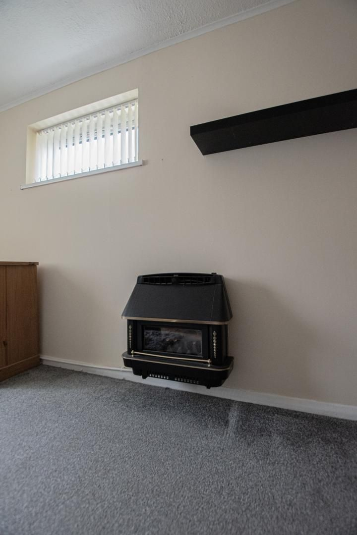 1 bed flat to rent in Drayton Court 8