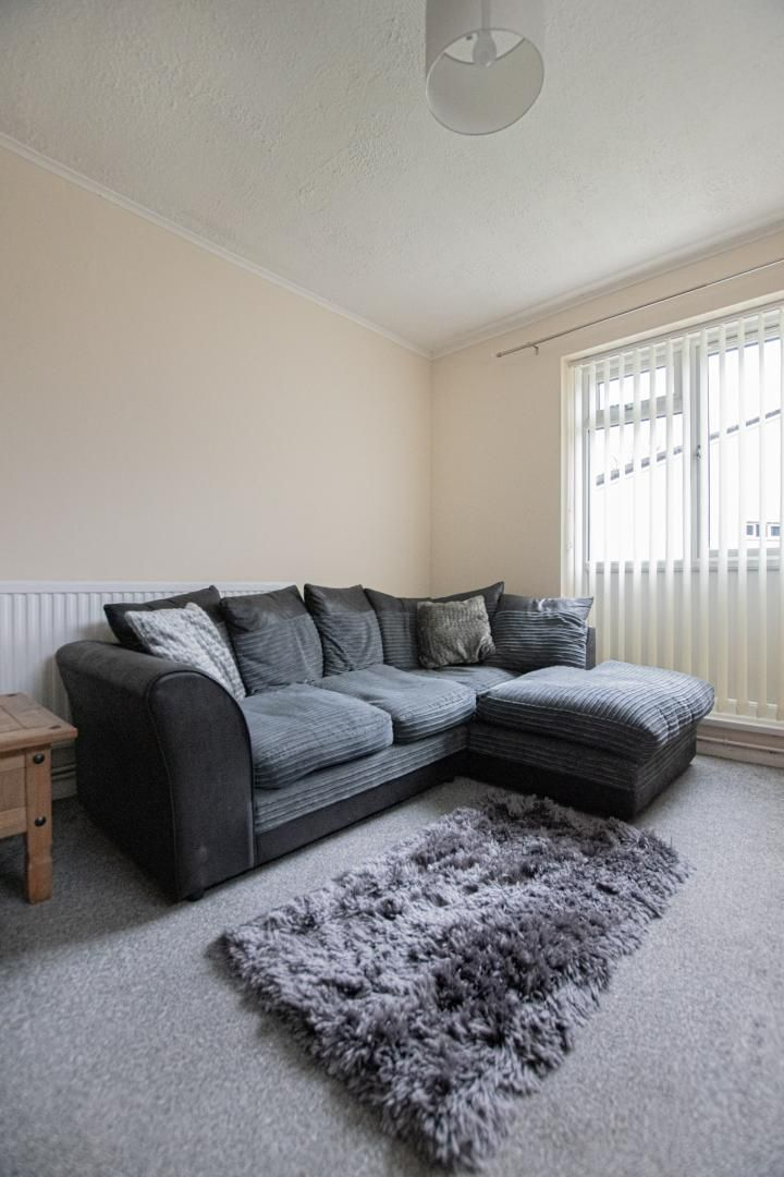 1 bed flat to rent in Drayton Court 9