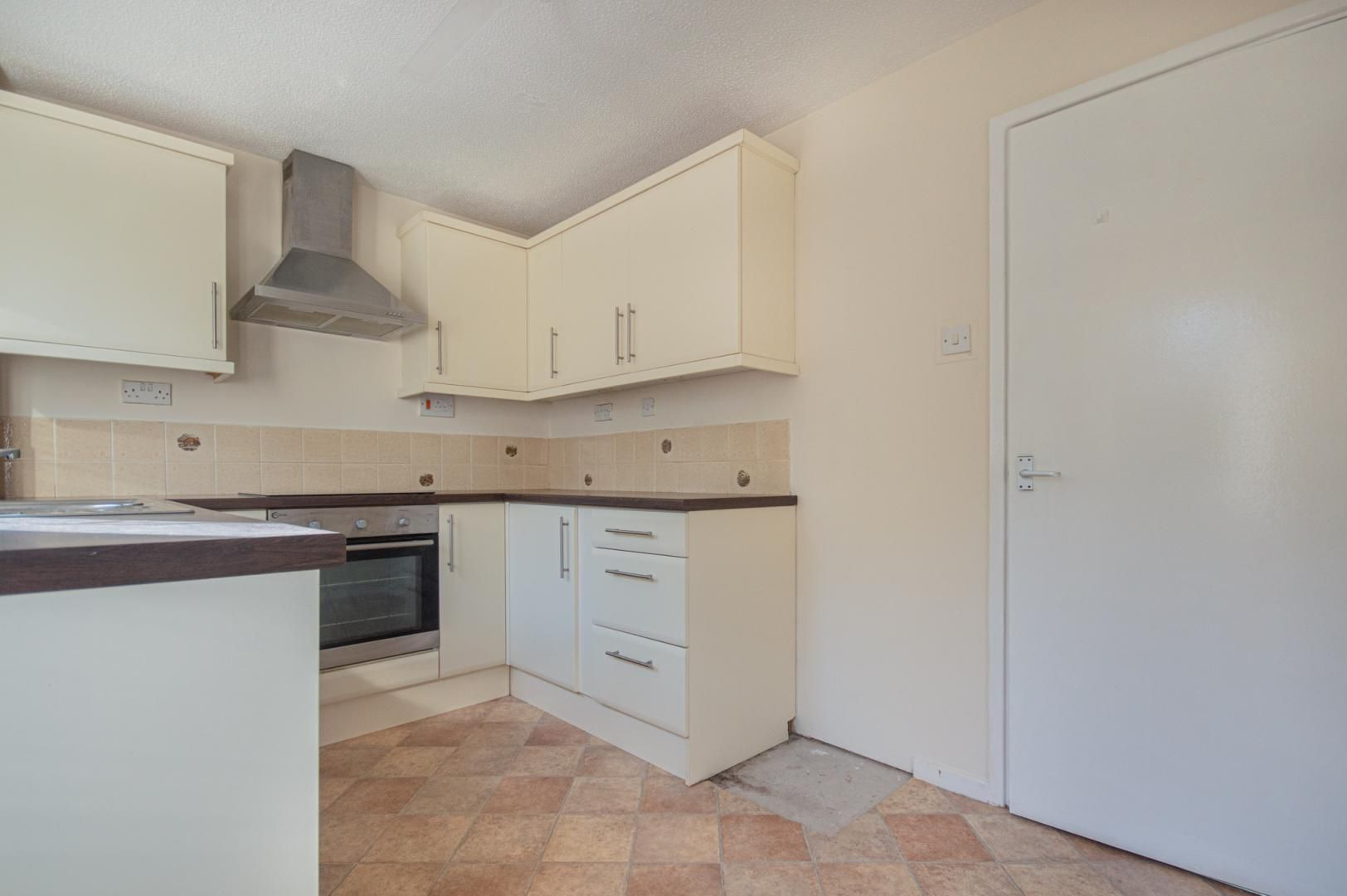 2 bed house to rent in The Brades 3