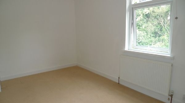 2 bed house to rent in Oaklands Terrace  - Property Image 5