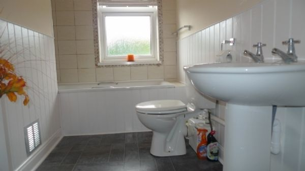 2 bed house to rent in Oaklands Terrace  - Property Image 7
