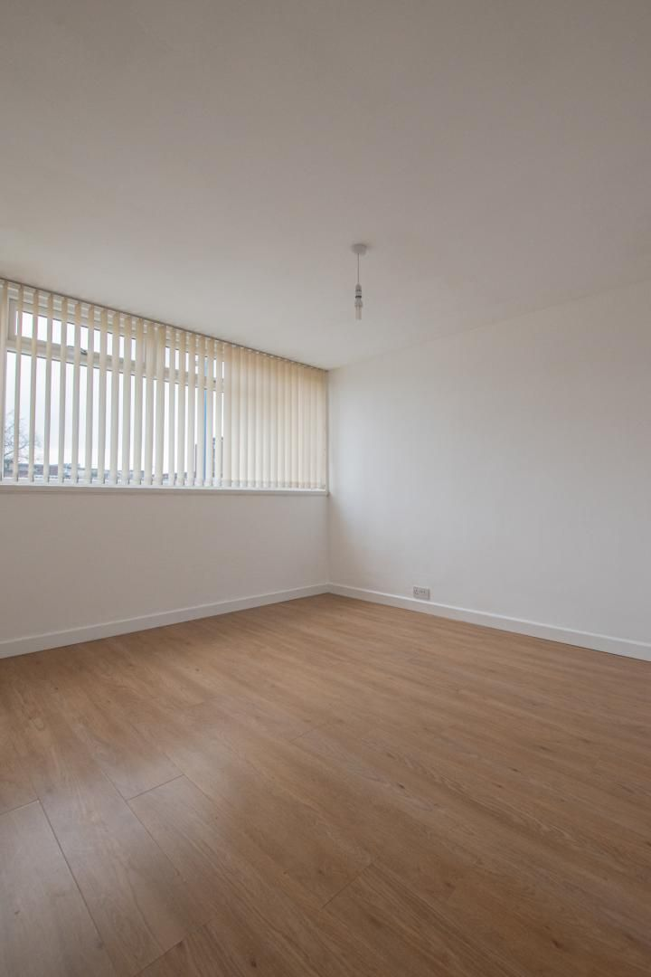 1 bed flat to rent in Plas Craig 11