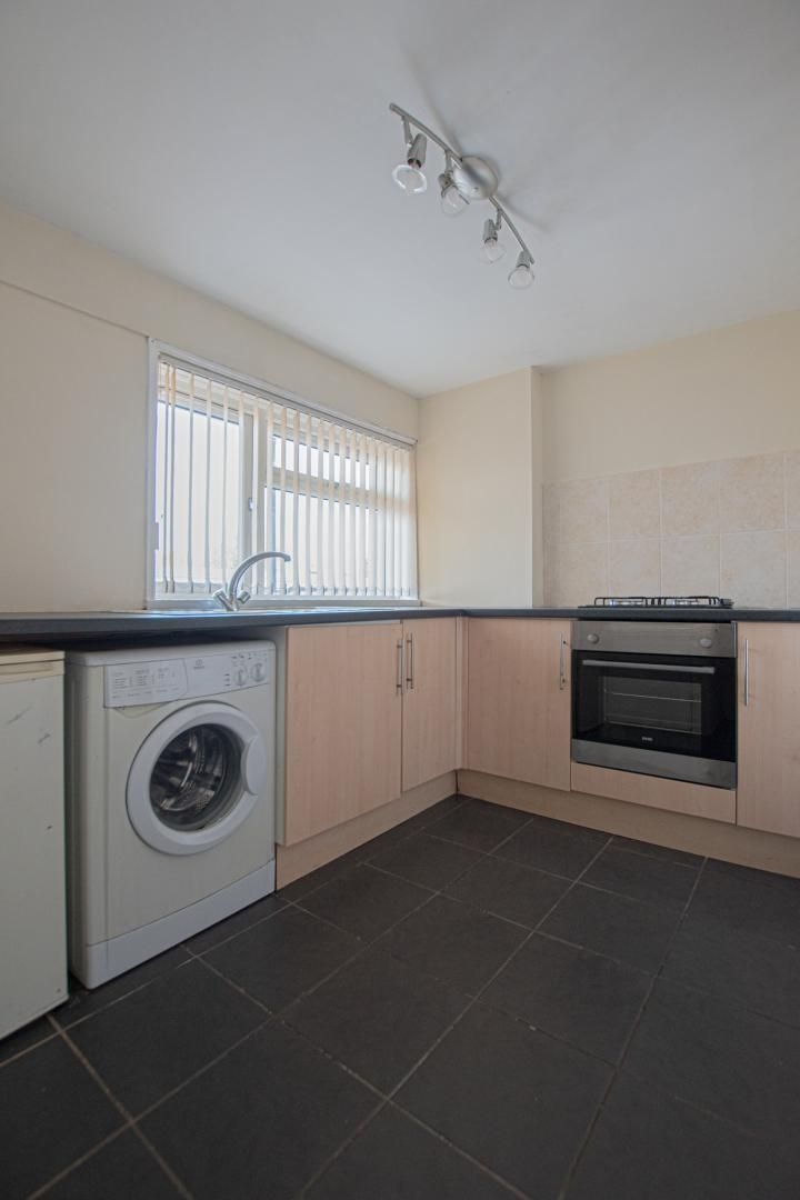 1 bed flat to rent in Plas Craig 3