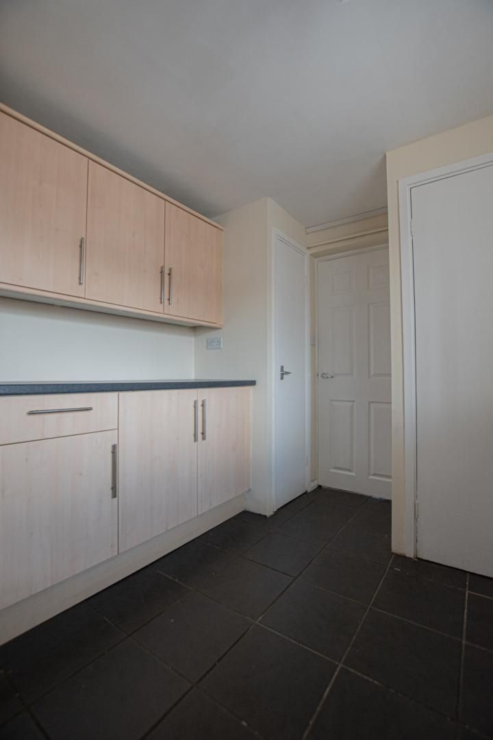 1 bed flat to rent in Plas Craig 5