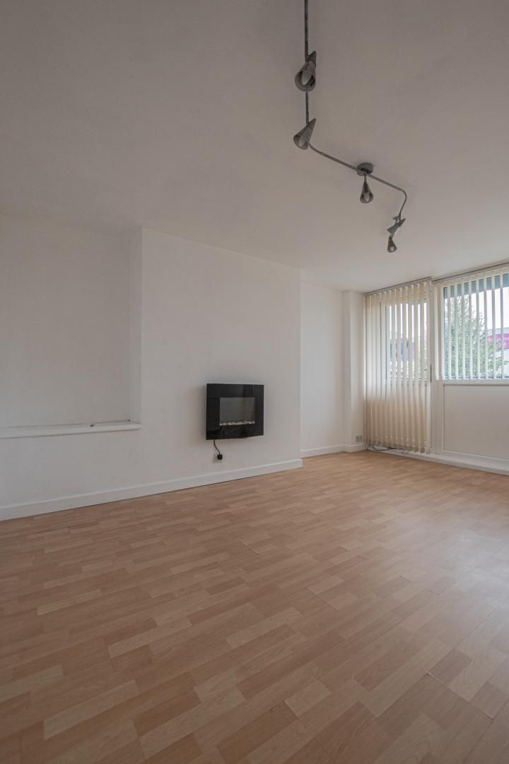 1 bed flat to rent in Plas Craig 6