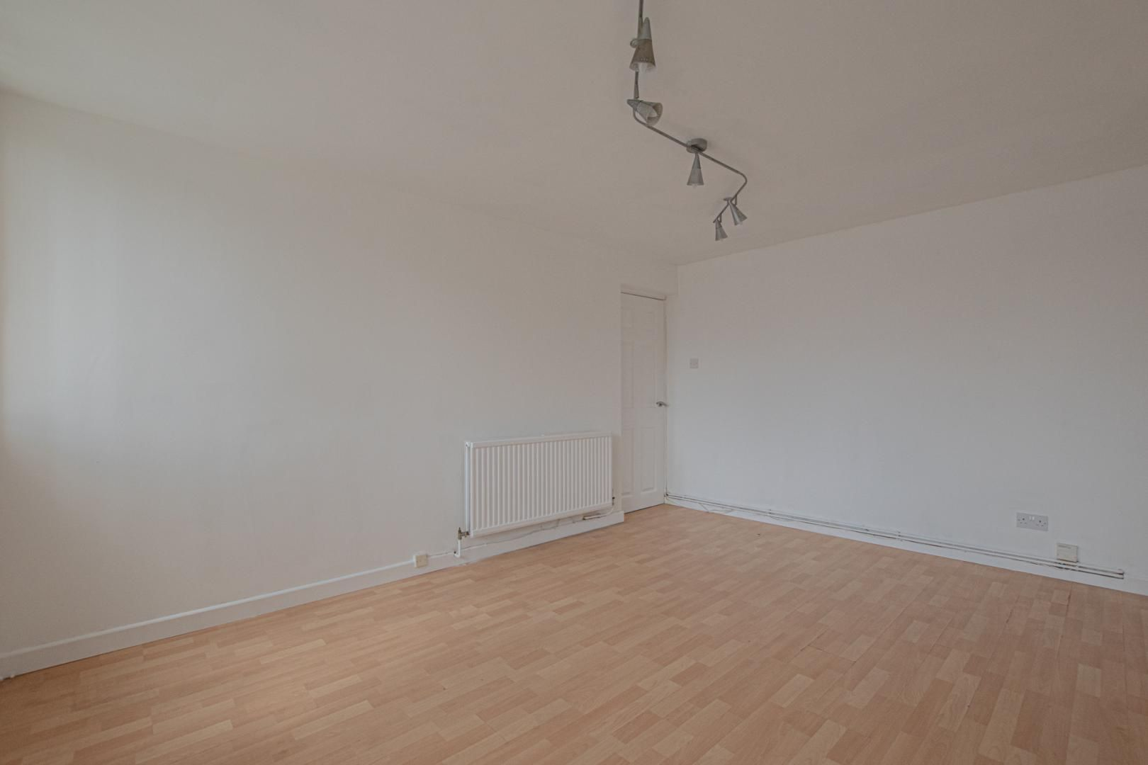 1 bed flat to rent in Plas Craig 8