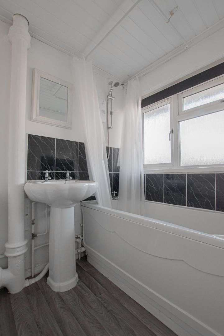 1 bed flat to rent in Plas Craig  - Property Image 10