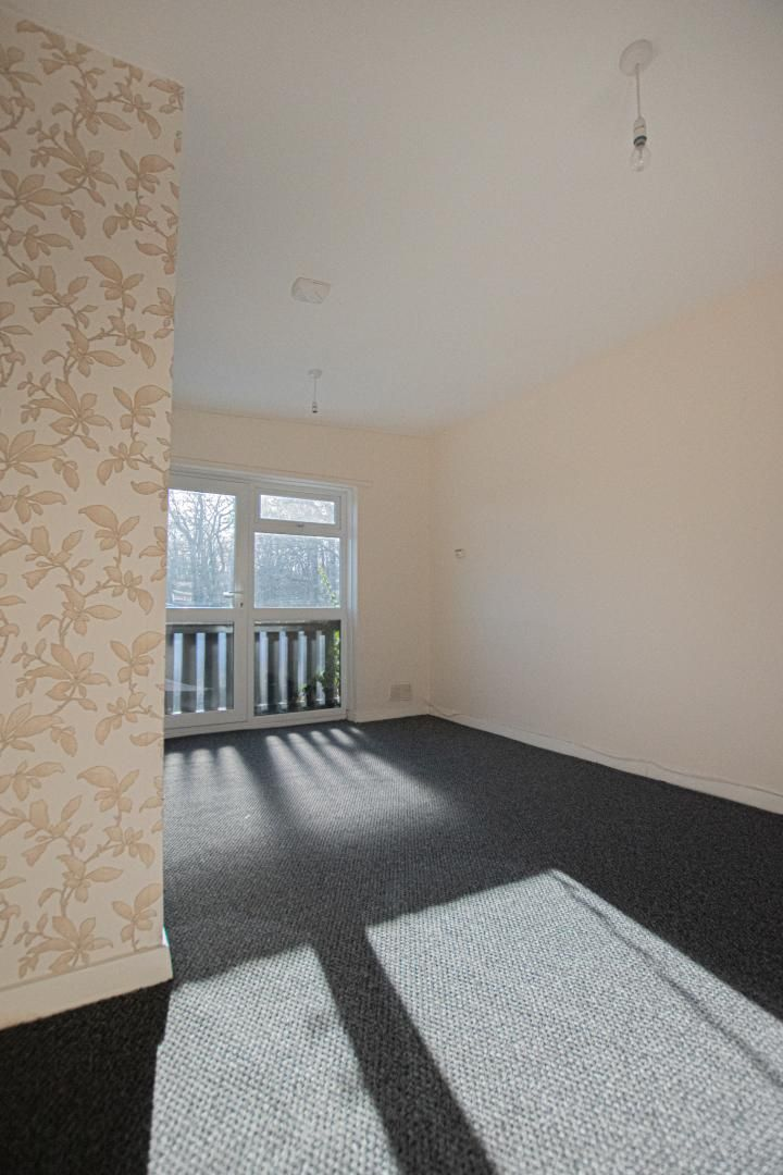 1 bed flat to rent in Tyn Y Coed 5