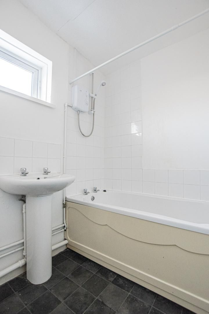 1 bed flat to rent in Tyn Y Coed 9