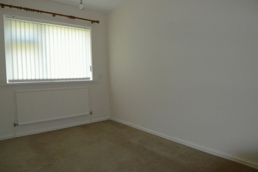 2 bed flat to rent in High Street 3
