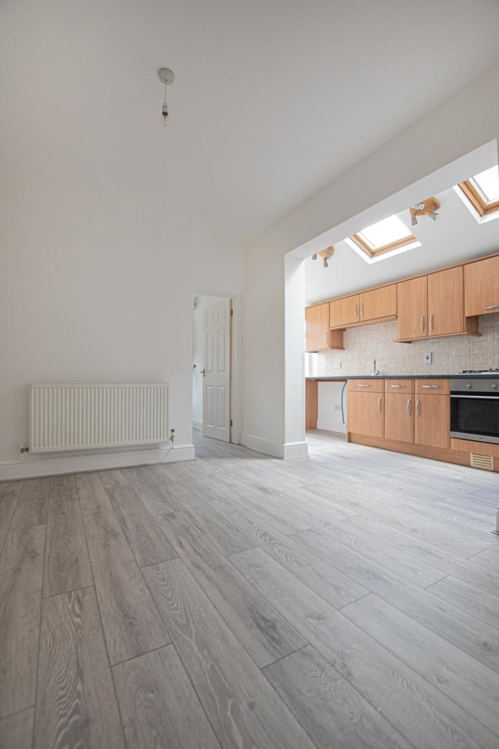 3 bed house to rent in Station Road 3