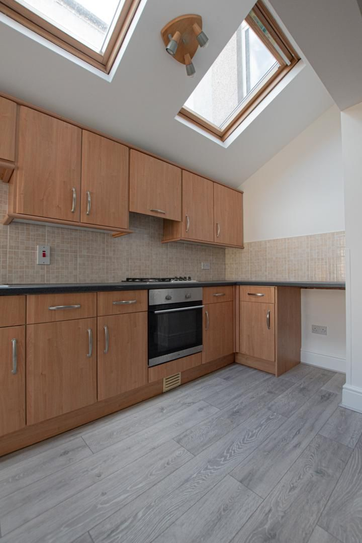 3 bed house to rent in Station Road 5