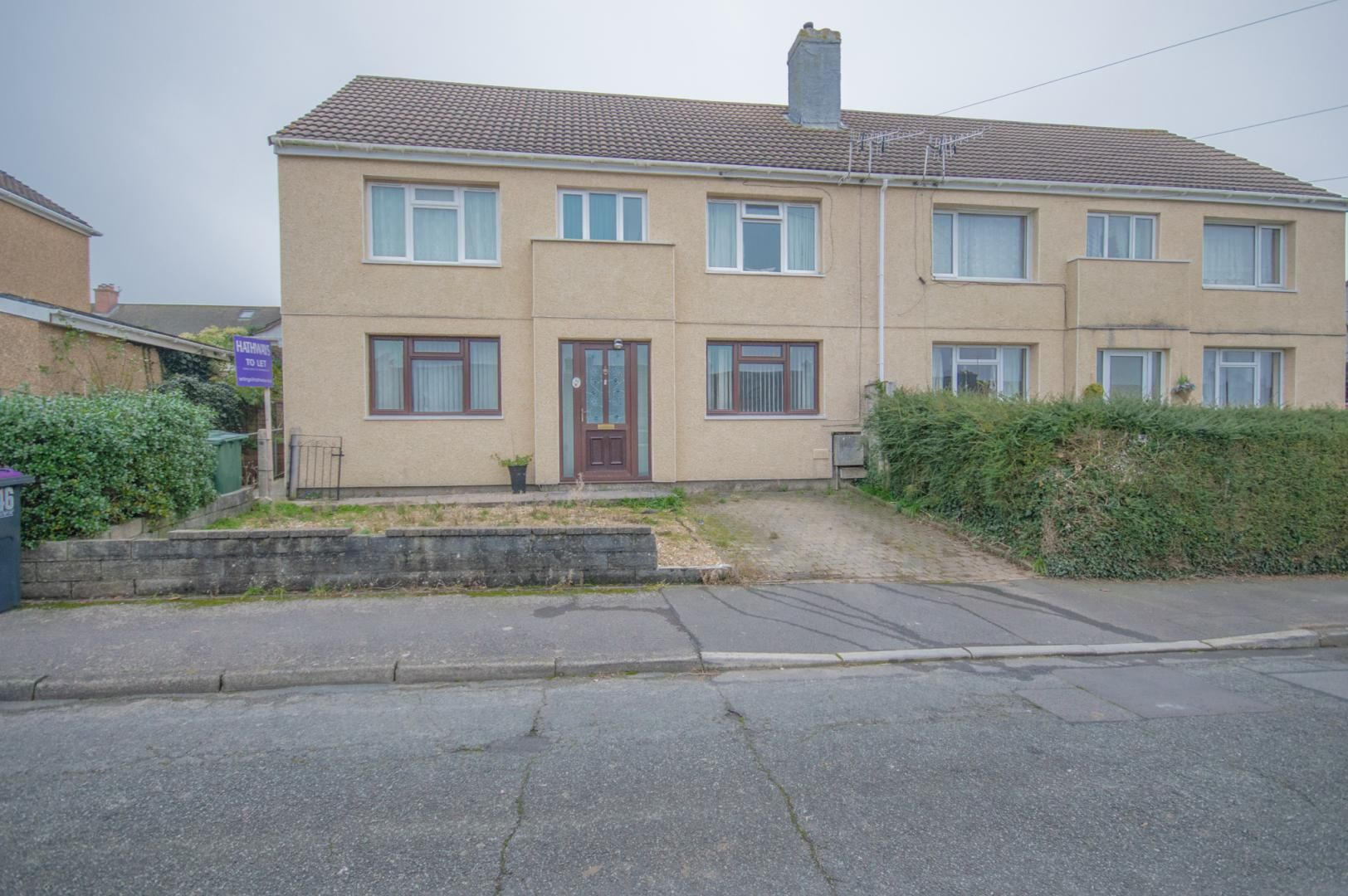 2 bed flat to rent in Glosters Parade, NP4