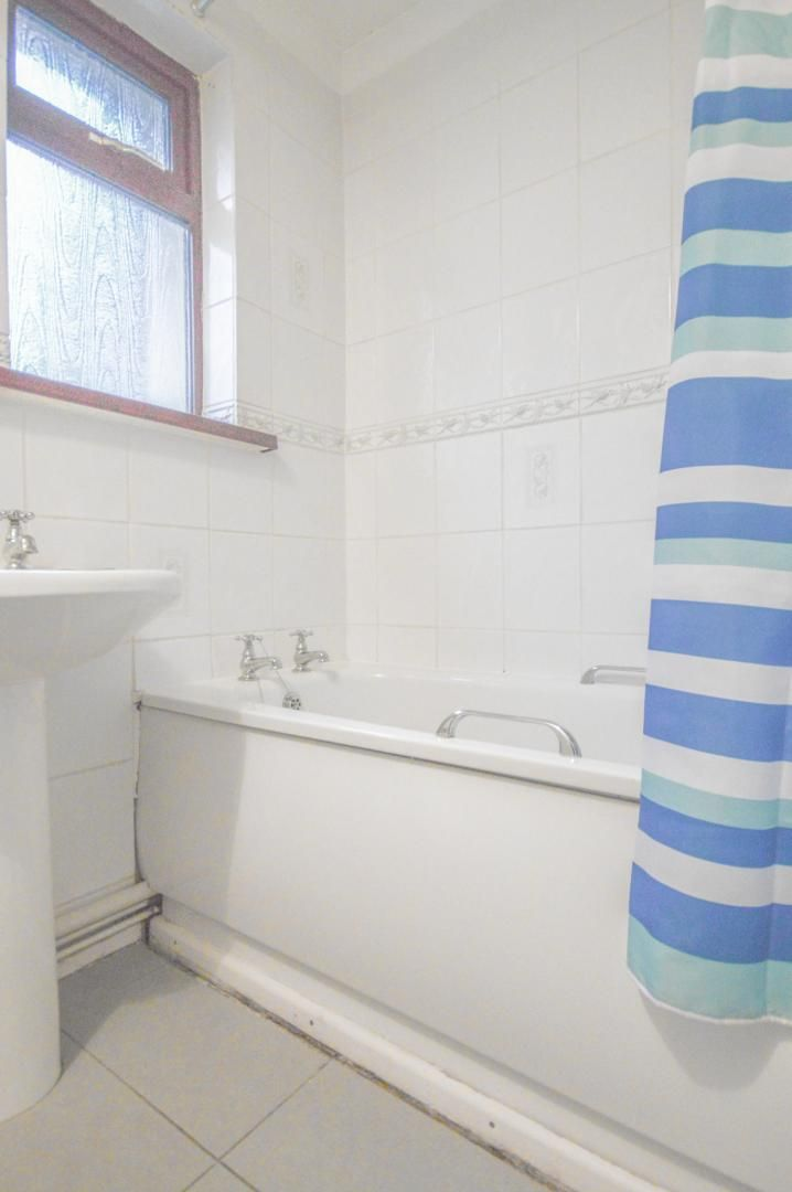 2 bed flat to rent in Glosters Parade  - Property Image 11