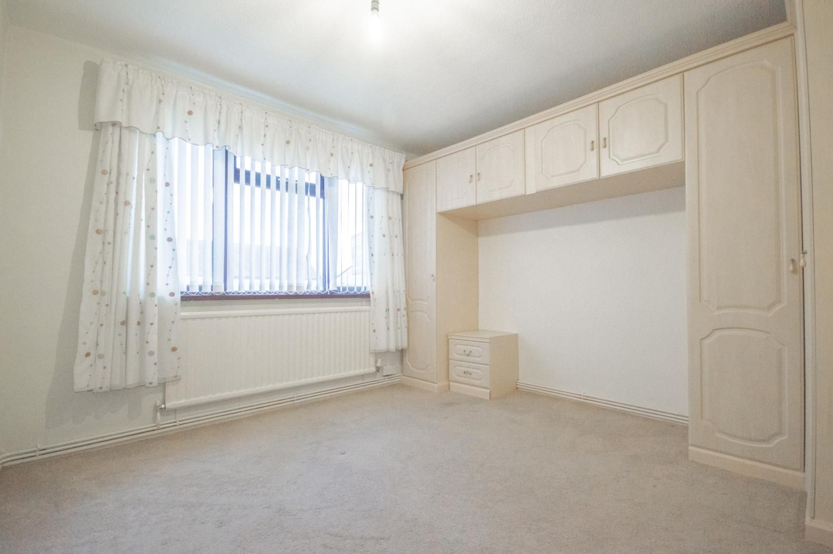 2 bed flat to rent in Glosters Parade 14