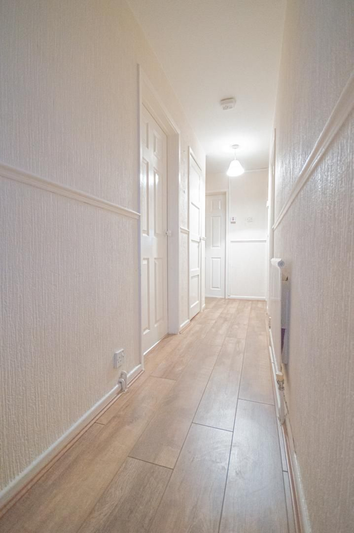 2 bed flat to rent in Glosters Parade 20