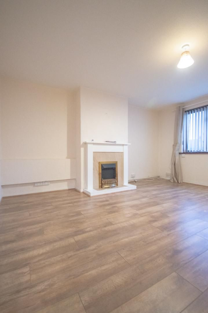 2 bed flat to rent in Glosters Parade 7