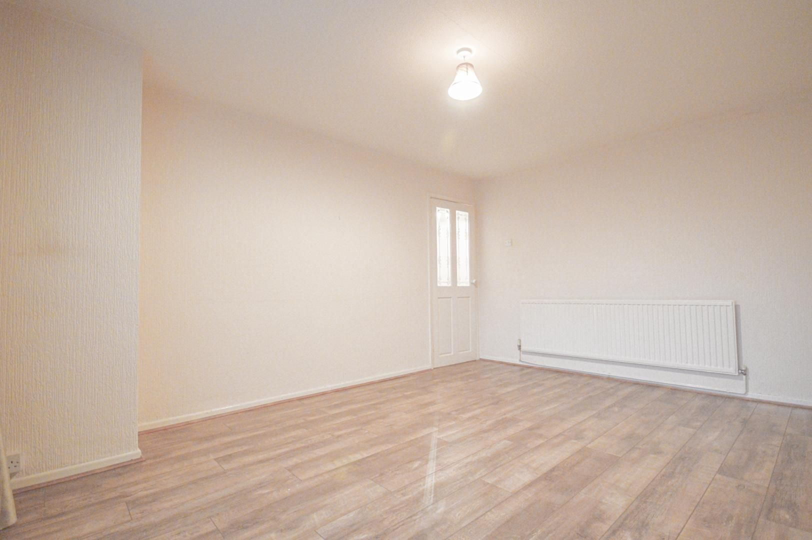 2 bed flat to rent in Glosters Parade  - Property Image 9