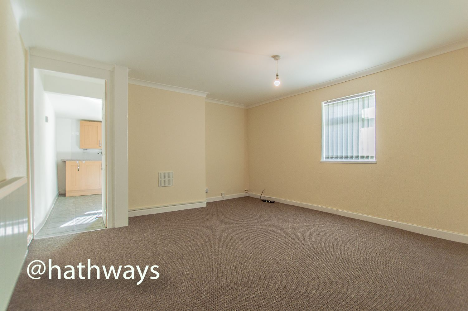 2 bed flat to rent in Newport Road 2