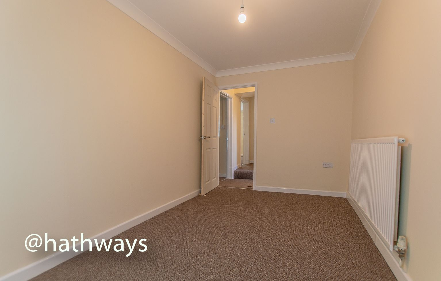 2 bed flat to rent in Newport Road 11