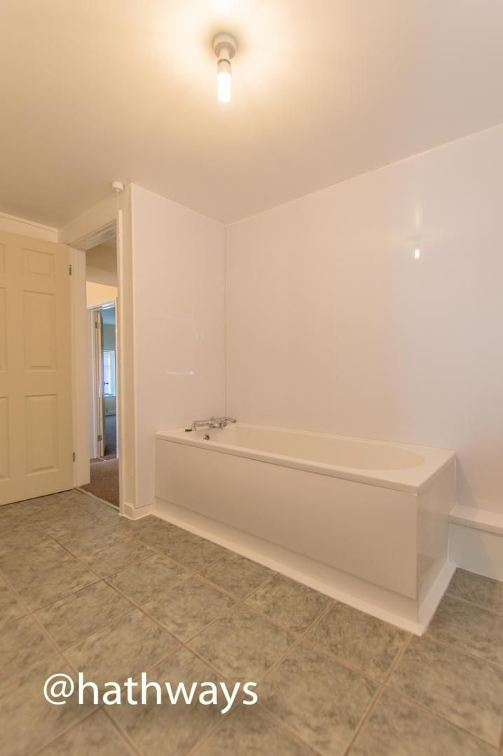 2 bed flat to rent in Newport Road 14