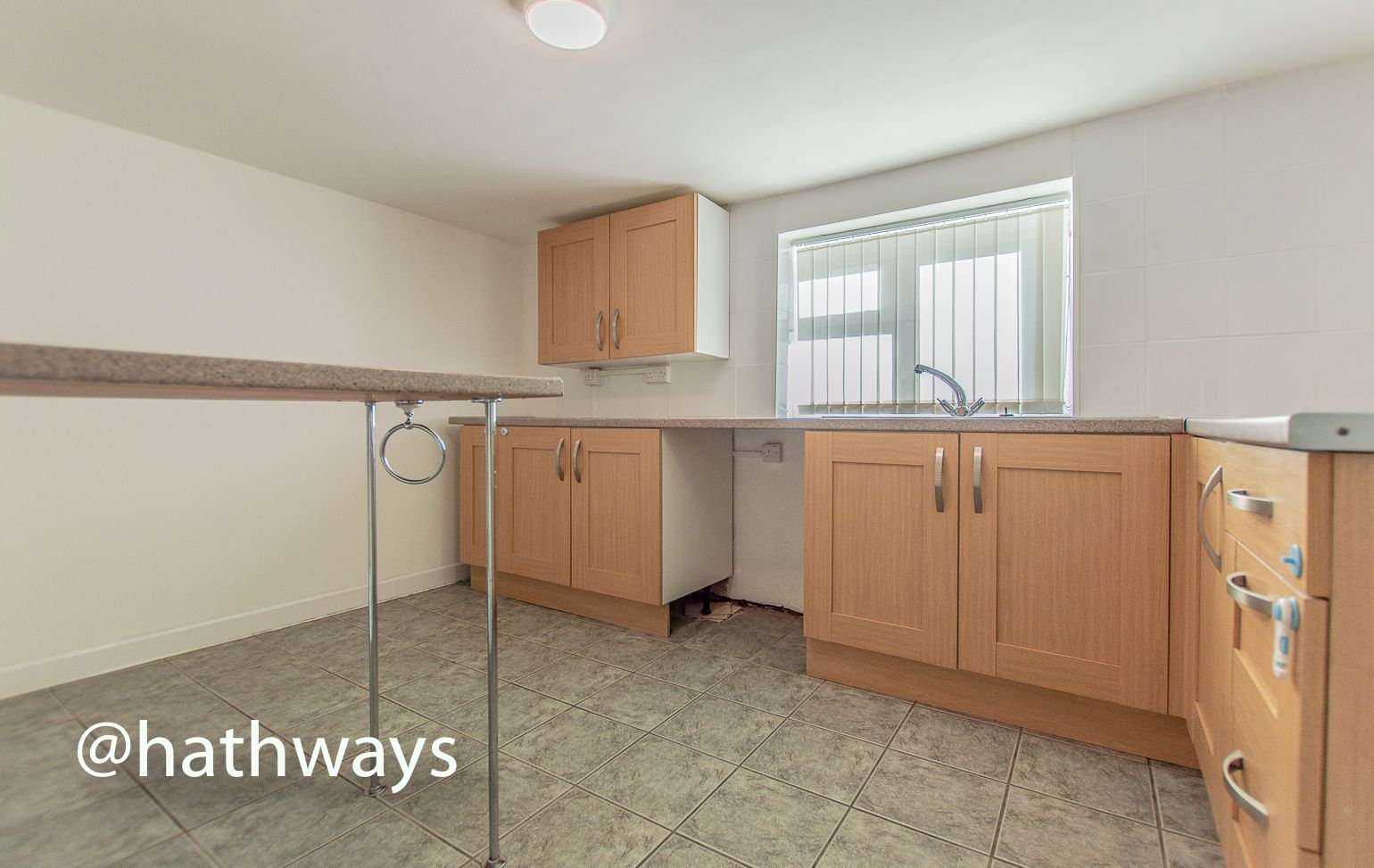 2 bed flat to rent in Newport Road 6