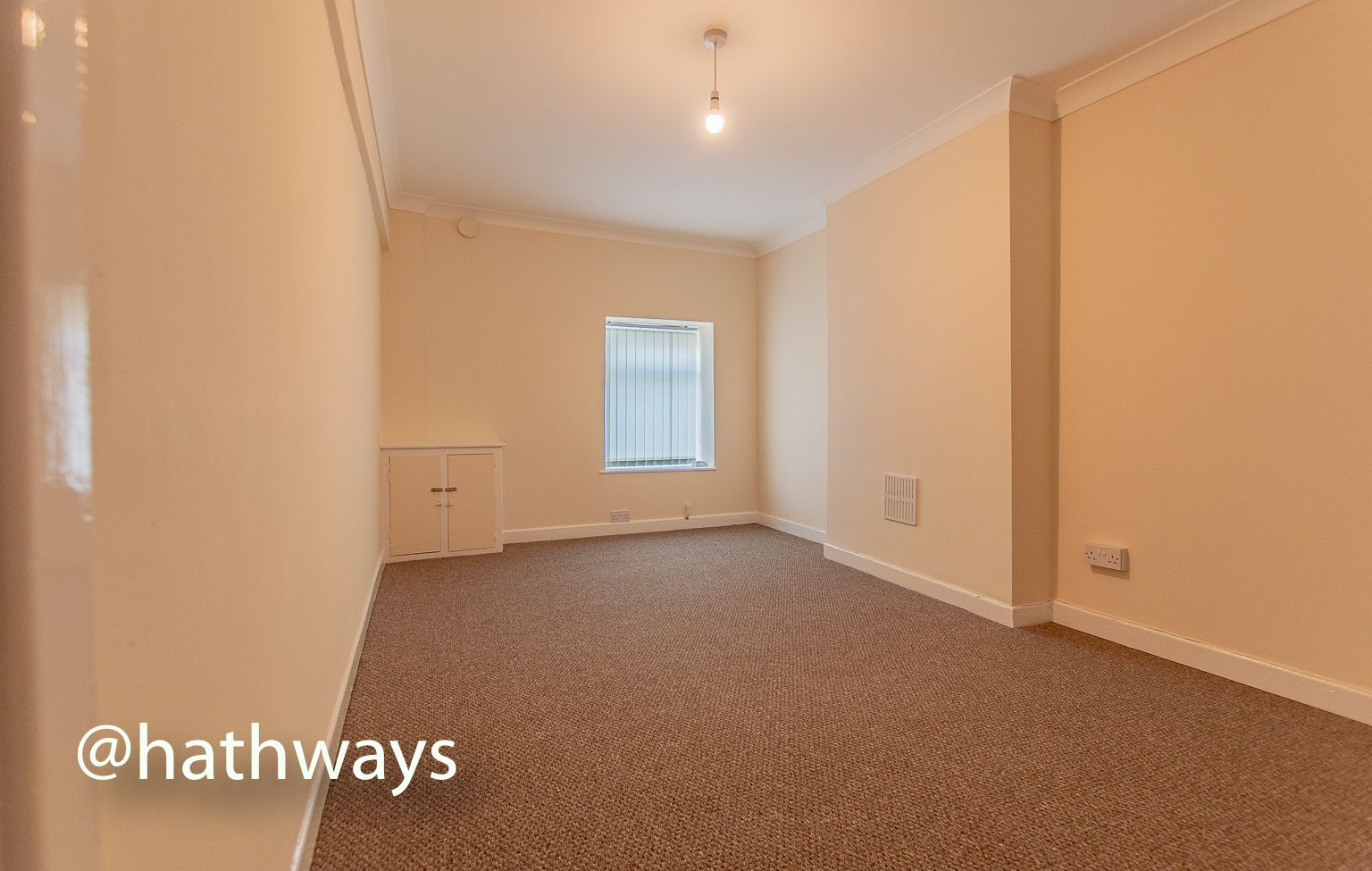 2 bed flat to rent in Newport Road 8