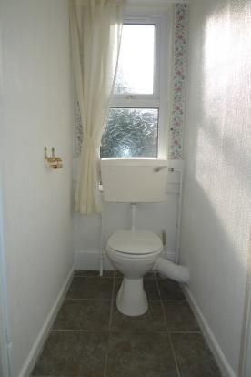 3 bed house to rent in Goldcroft Common 9
