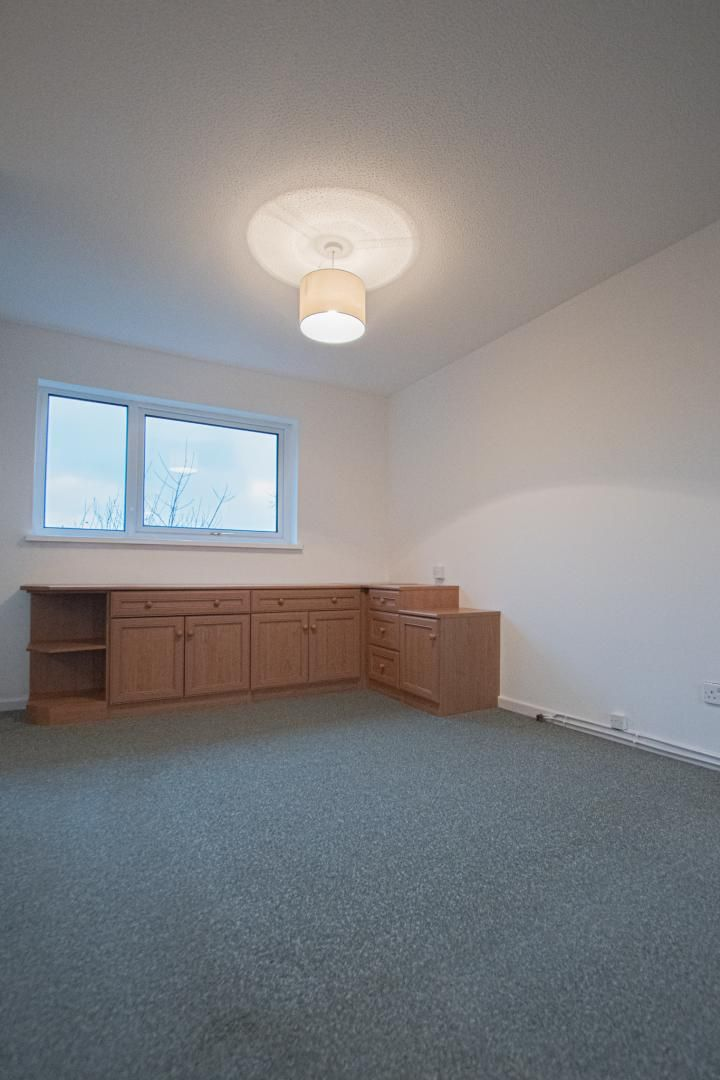 2 bed house to rent in Spring Grove 11