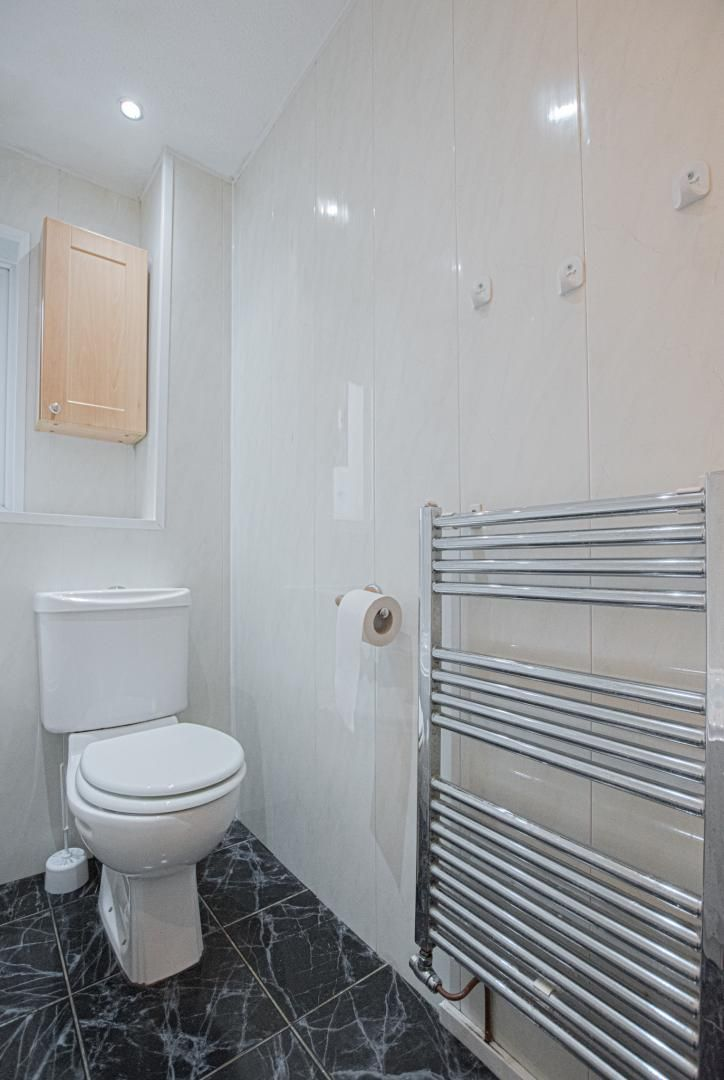 2 bed house to rent in Spring Grove 18