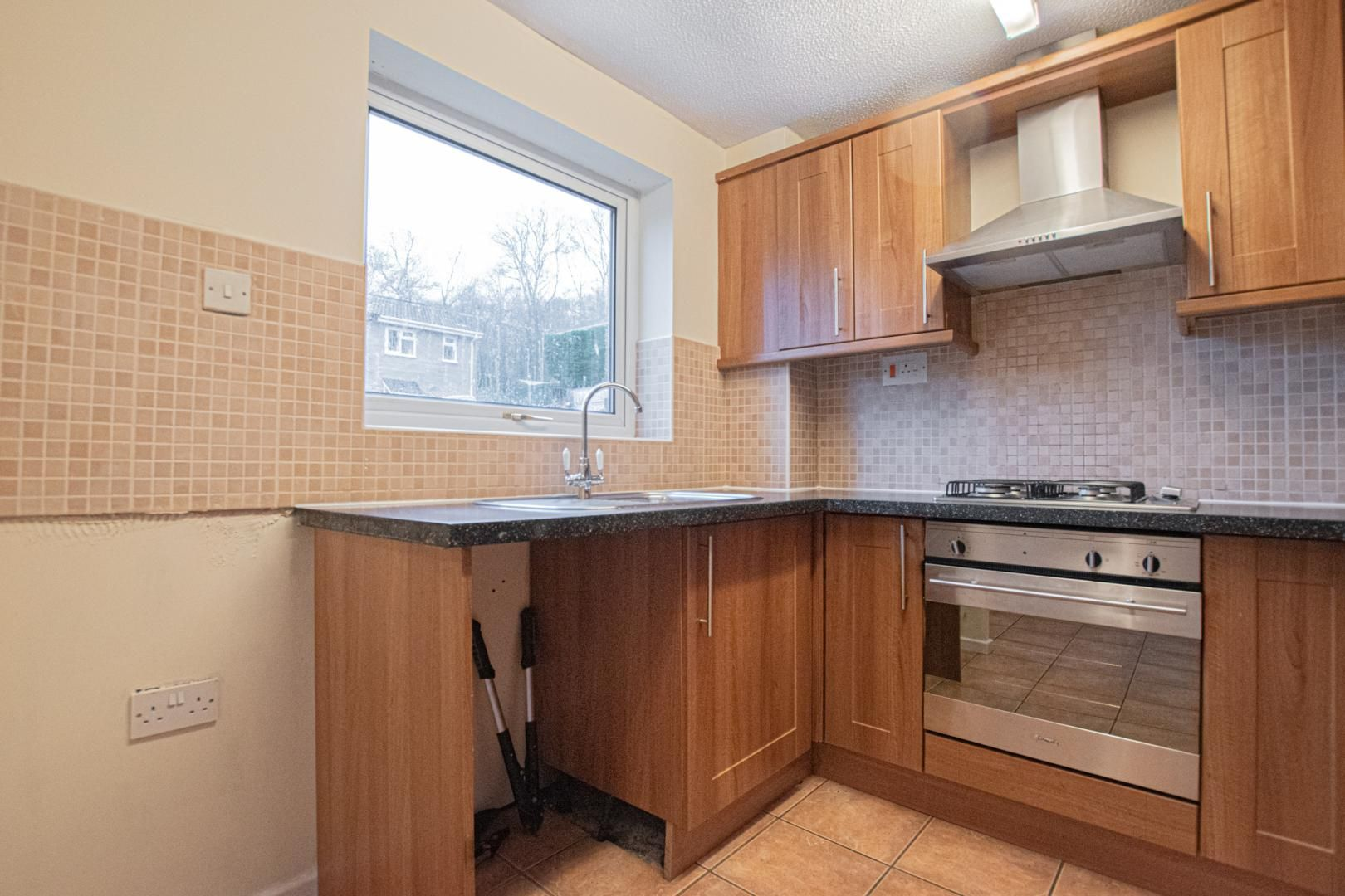 2 bed house to rent in Spring Grove 3