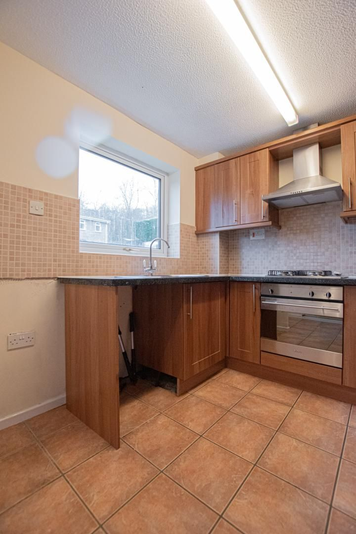 2 bed house to rent in Spring Grove 5