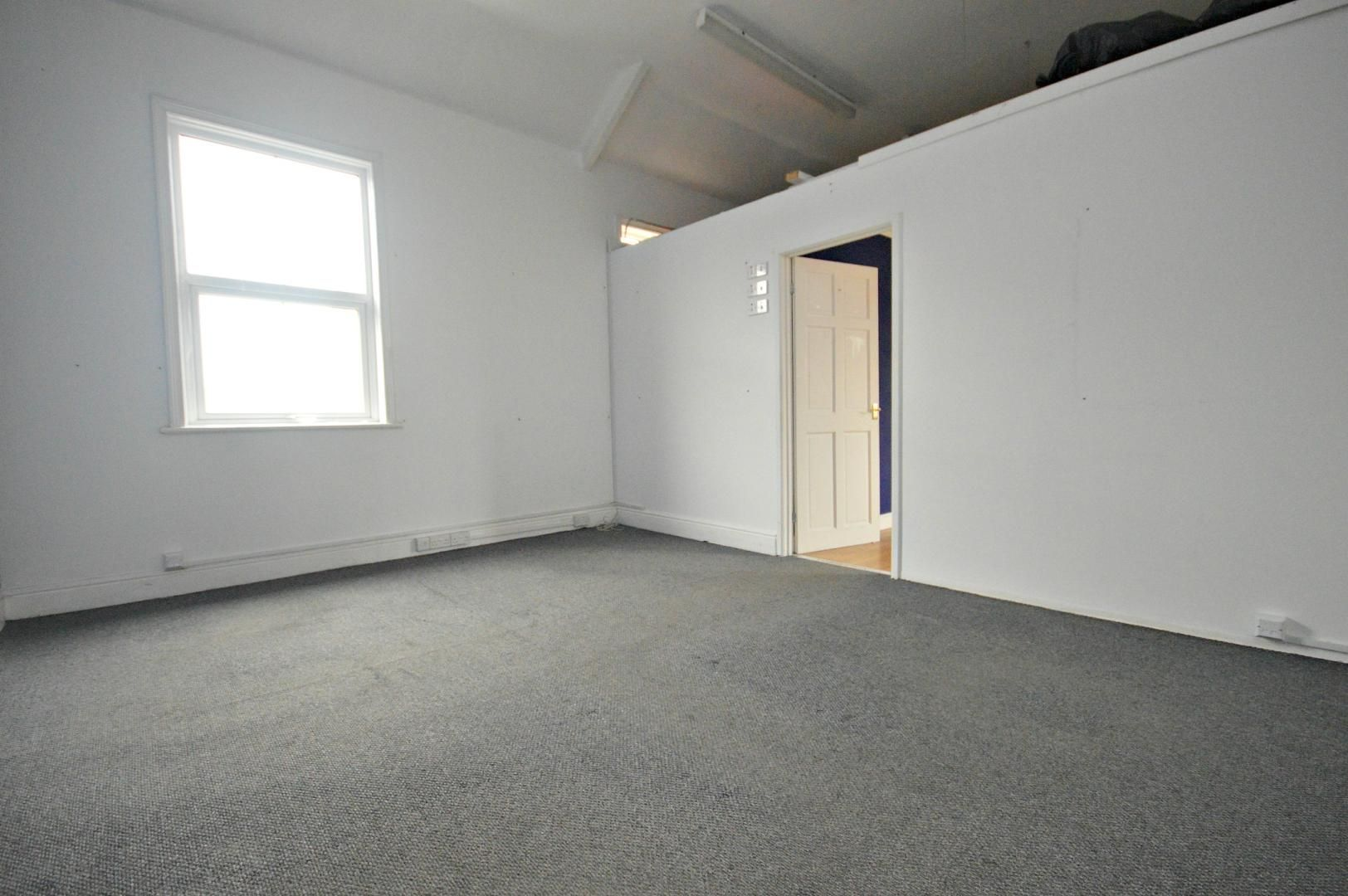 Flat to rent in New Street  - Property Image 3