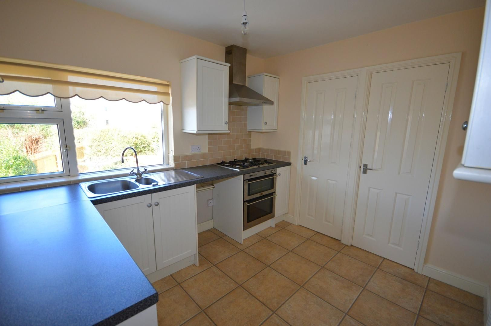 2 bed flat to rent in Glosters Parade 2