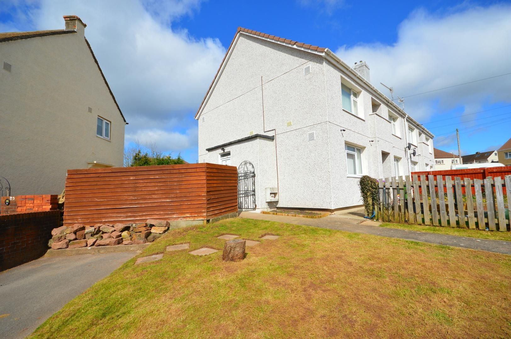 2 bed flat to rent in Glosters Parade 13